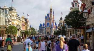 Reabre Disney World mientras cada día se baten récords de infectados y fallecidos